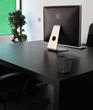 Los espacios de trabajo fijo, te ofrecen un area de trabajo exclusiva para tu uso profesional, solo tu podrás hacer uso de el y te benificiarás de otras ventajas exclusivas. Conoce más sobre esta modalidad pinchando aqui.